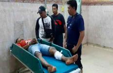 Lawan Polisi dengan Celurit dan Samurai, Dibalas Tembakan di Kaki, Rasain! - JPNN.com