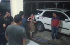Bu Kades Digerebek Warga saat Berbuat Terlarang di Rumahnya - JPNN.com