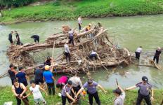Usaha Polres Payakumbuh Berbuah Manis, Sampah Sungai Lenyap - JPNN.com