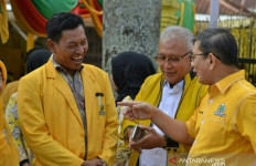 Keluarga Besar Jokowi di Medan Mendaftar Calon Bupati Tapsel - JPNN.com