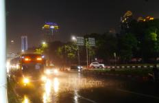 Hujan Deras Jumat Sore, 30 RT dan 25 Ruas Jalan di Jakarta Banjir - JPNN.com