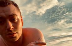 Sam Smith Berlari Tanpa Busana di Pinggir Pantai - JPNN.com
