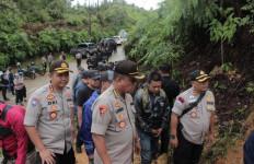 Polda Banten Tutup Galian Tambang Emas Ilegal di Gunung Halimun Salak - JPNN.com