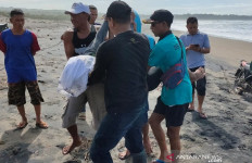 Dua Wisatawan Tewas Terseret Ombak Pantai Cijeruk Garut - JPNN.com