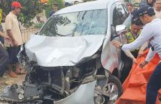 Kecelakaan Maut di Depok: Avanza Tabrak 3 Motor, 1 Orang Tewas, 2 Kritis - JPNN.com
