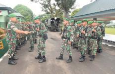 Prajurit TNI dari Satuan Tempur Diberangkatkan ke Medan Operasi - JPNN.com
