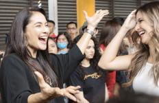 Cerita Maudy Koesnaedi Pertama Kali Naik KRL - JPNN.com