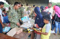 Satgas Pamtas RI-PNG Gelar Pasar Murah di Papua - JPNN.com