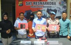 Polisi Tangkap Pengedar Sabu-sabu di Pinggir Jalan, Nih Buktinya - JPNN.com