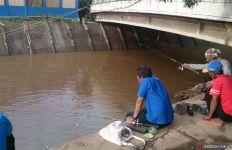 Jakarta Diguyur Hujan Deras, Pintu Air Manggarai dan Karet Siaga III - JPNN.com