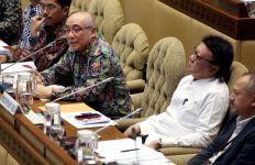 Anggota Komisi II Cornelis Bantah Honorer Dihapus atau Dipecat - JPNN.com