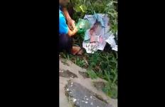 Orang Tua Tega Bungkus Bayi dengan Koran di Pinggir Jalan - JPNN.com