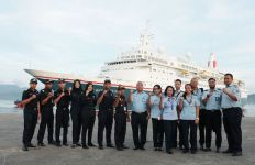 Periksa Kapal MV Boudicca, Kepala Kantor Bea Cukai Ambon Lakukan Ini - JPNN.com