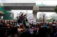 Ada Demo di Gedung Kemenkumham, Transjakarta Alihkan Sejumlah Rute - JPNN.com