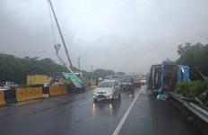 Pernyataan Damri Soal Kecelakaan Bus di Tol Arah Bandara Soekarno Hatta - JPNN.com