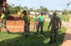 TNI-Polri Gelar Karya Bakti Pembersihan Lingkungan di PLBN Sota Papua - JPNN.com