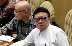 Pernyataan Penting Menteri Tjahjo saat Merebak Isu Honorer Dihapus - JPNN.com