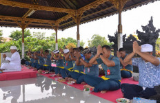 Prajurit Koarmada II Beragama Hindu Memperingati Hari Raya Siwaratri - JPNN.com