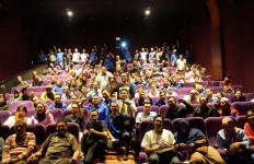 Ratusan Buruh Jabodetabek Nobar Film Nyanyian Akar Rumput - JPNN.com