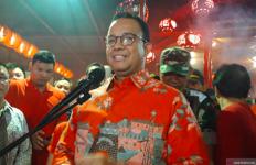 Berbaju Merah Menyala, Anies Baswedan Ucapkan Selamat Imlek di Wihara - JPNN.com