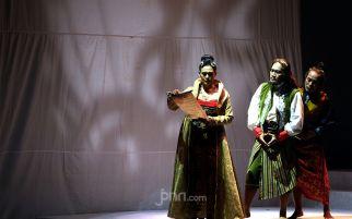 Ine Tak Sabar Tampil di Teater Panembahan Reso