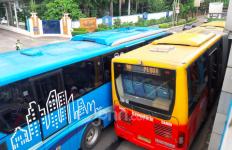 Bau Hangus Terbakar di TransJakarta, Penumpang Berlarian Keluar - JPNN.com