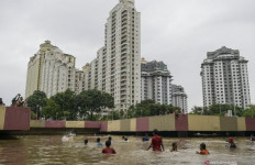 Istana Minta Anak Buah Anies Baswedan Berhenti Berpolemik soal Banjir Jakarta - JPNN.com