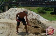 Penambang Pasir di Lebak Dapat Berkah dari Banjir Bandang - JPNN.com