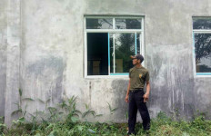 Maling Acak-acak Kantor Desa, 6 Monitor dan 2 Laptop Dibawa Kabur - JPNN.com