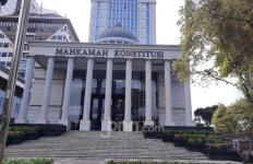 Eks Hakim Konstitusi: MK Berwenang Mendiskualifikasi Paslon yang Curang - JPNN.com