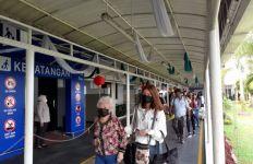 Saat Tiba di Batam, WNI dari Wuhan Langsung Pindah Pesawat - JPNN.com