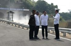 Jokowi Yakin Terowongan Nanjung Kurangi Dampak Banjir di Bandung Selatan - JPNN.com