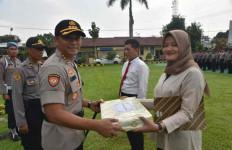 Keberanian si Gadis Melawan Perampok Membuahkan Penghargaan dari Polisi - JPNN.com