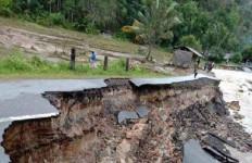 Banjir Bandang Terjang Tapteng, 700 Kepala Keluarga Terpaksa Diungsikan - JPNN.com