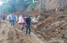 Desa Sudah Hancur Akibat Bencana Longsor, Ribuan Warga Siap Direlokasi - JPNN.com