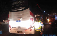 Kecelakaan di Tol Cipali, Bus Rombongan Kiai dari PWNU Jatim Tabrak Truk - JPNN.com