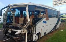 Ini Daftar Penumpang Bus Rombongan Kiai yang Kecelakaan di Tol Cipali - JPNN.com