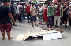 Rem Blong, Truk Hantam Pengendara Motor dan Pejalan Kaki, 4 Orang Tewas di Tempat - JPNN.com