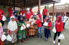 Laskar Ngawi Berbagi dengan Keluarga Kurang Beruntung di Kecamatan Pitu - JPNN.com