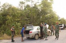 TNI Ringkus 4 Pelaku Penyelundupan Mobil asal Malaysia di Perbatasan - JPNN.com