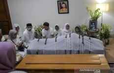 Cerita Ustaz HNW Memimpin Doa di Depan Jenazah Gus Sholah - JPNN.com