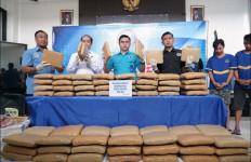 Trio Napi Otaki Penyelundupan 100 Kilogram Ganja di Kota Tangerang - JPNN.com