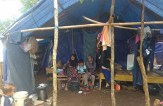 Tolong! Stok Bahan Pokok di Pengungsian Korban Banjir Menipis - JPNN.com