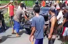 Tuhan Menyelamatkan Nyawa Sugiyanto Saat Kereta Api Menghantam Mobilnya - JPNN.com