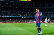 Satu Kaki Lionel Messi Terlihat di Pintu Keluar Barcelona - JPNN.com