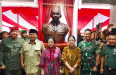 Alasan Gubernur Akmil Bangun Patung Bung Karno - JPNN.com