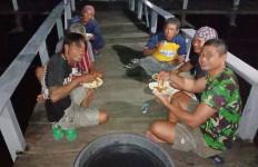 TNI AL Selamatkan 10 Nelayan yang Terapung-apung di Laut - JPNN.com