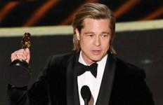 Brad Pitt Akhirnya Bawa Pulang Penghargaan Oscar - JPNN.com