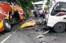 Kecelakaan Maut Bus Sugeng Rahayu vsTruk, Satu Orang Tewas di Tempat - JPNN.com