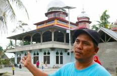 Warga Nagari Aie Tajun Bisa Beribadah di Masjid Sejak Ada Bantuan PJU Tata Surya - JPNN.com